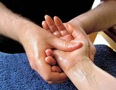 how much does a masseuse make
