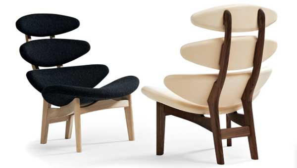 Poul Volther EJ5 Corona Wood Frame Chairs, black variant on the left and white variant on the right